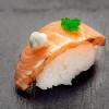 Нигири с горячим лососем Я за суши