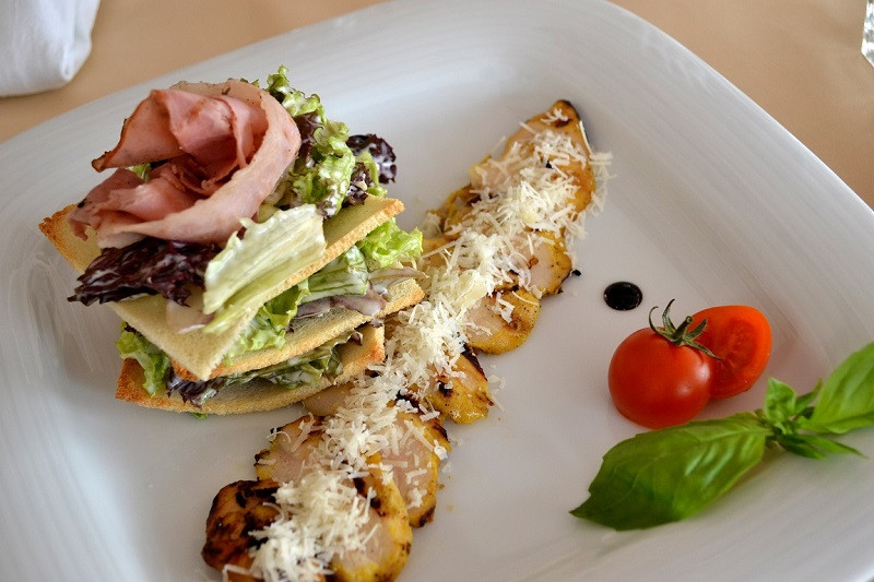 Классический салат Цезарь ВиМарко