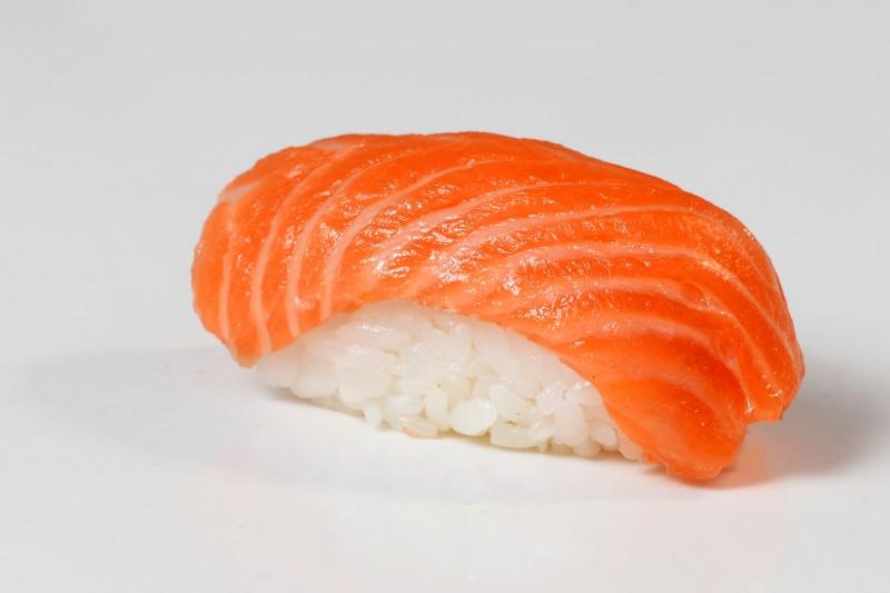 Суши лосось 1+1 Okinawa (Окинава)