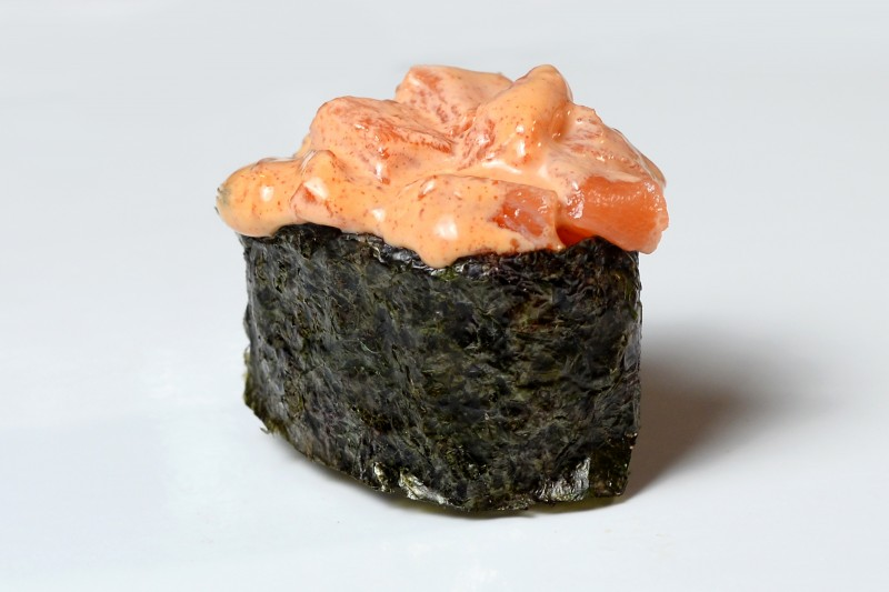 Спайси лосось 1+1 Okinawa (Окинава)