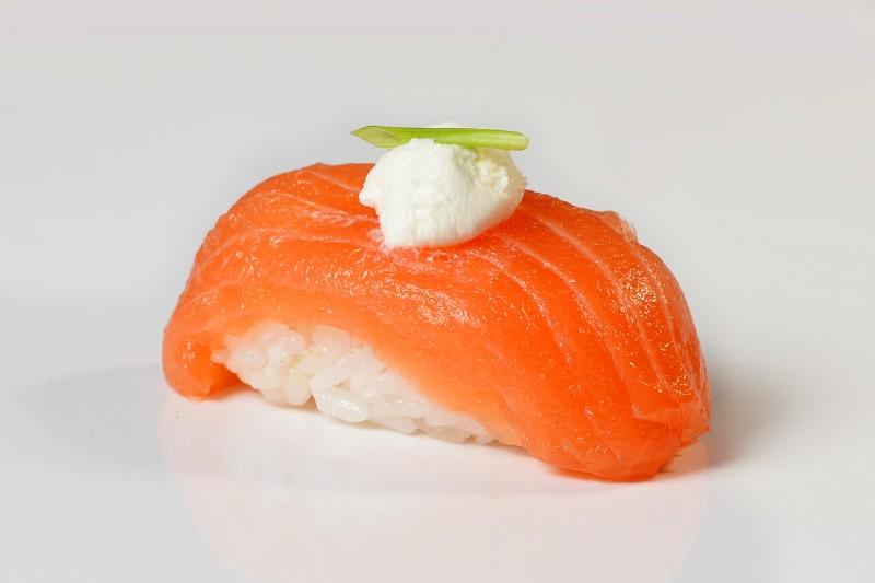 Суши слабосоленый лосось 1+1 Okinawa (Окинава)